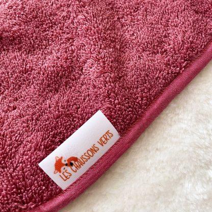 Zoom : Bavoir à nouer tissu éponge rose framboise