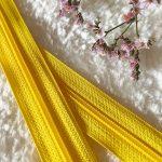 Fermeture à glissière jaune
