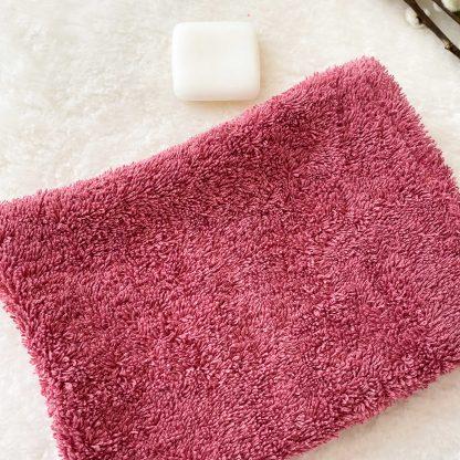 Gant de toilette en tissu éponge rose framboise
