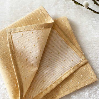 Recto/Verso du mouchoir en tissu chambray jaune moutarde et pois blancs