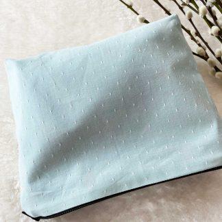 Trous enduite en tissu chambray coton bio couleur vert d'eau à pois blancs