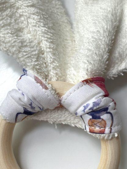 détail verso anneau dentition personnalisable pour dents de bébé oreille de lapin en tissus coton bio