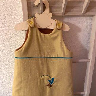 Gigoteuse été, en tissu chambray jaune à pois blancs doublure tissu jersey matelassé couleur rouille et fermeture blanche