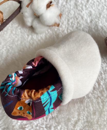 détail chausson bébé polaire et sweat bio